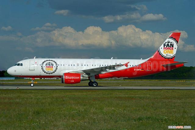 Air Berlin Đức vào world cup cũng cho sơn lại máy bay