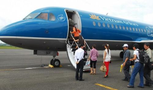 len-tau-bay-boarding-vietnam-airlines